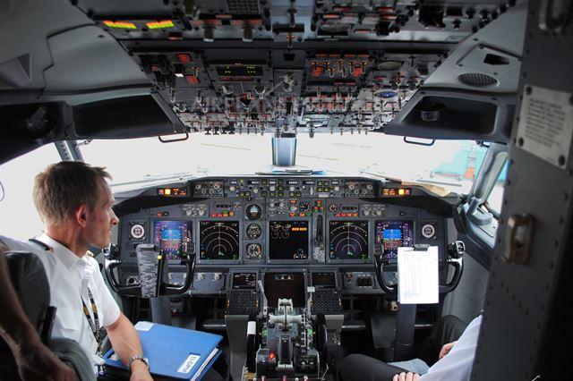 ryanair_cockpit.jpg