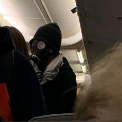 아메리칸항공, 방독면 승객 항공기에서 쫓아내