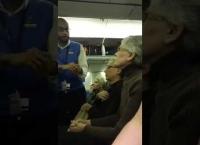 트럼프 지지자 혐오한 여성, 항공기에서 쫓겨나