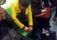 악~ 지하철에서 발톱을... ㅠ.ㅜ