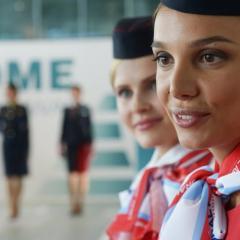 모스크바 공항에서 매년 승무원 패션쇼(?) ^^