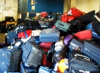 여행 짐을 천개나 훔치다 붙잡힌 간 큰 부부