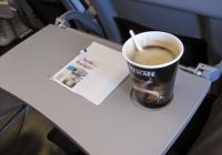 승무원 폭로: 기내에서는 커피 마시지 마세요
