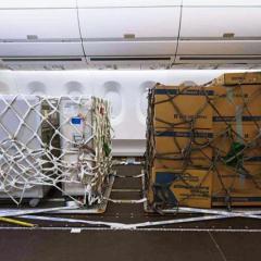대한항공 여객기 좌석 들어내 전환 작업 ·· 화물기 개조사업