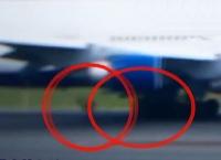 델타항공 여객기 이륙 중 부품 떨어져 나가 (동영상)