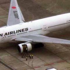 엔진 멈춰 비상착륙 JAL機, 동체와 날개도 파손 ·· 중대 사건 조사