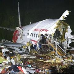 에어인디아, 착륙 중 동체 두 동강이 나며 18명 사망 ·· 코로나 송환 중 비극