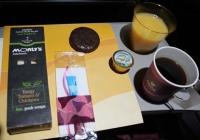 뜨거운 커피로 화상입은 여성, 카타르항공 고소