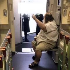'내 엉덩이 닦아줘' 승무원에게 요구